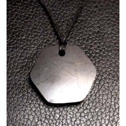 Pendentif de shungite hexagonal de Catalogue Shungite