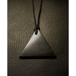 Pendentif de shungite triangle - pointe vers le haut de Catalogue shungite